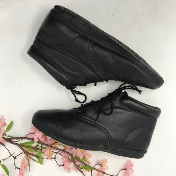 e5046599f03f9 Vtg 80s Black Leather Ankle Boots Granny Booties 8